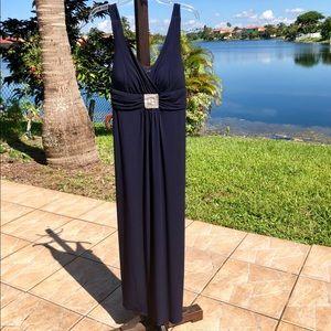EN FOCUS Studio Beautiful blue maxi dress/gown
